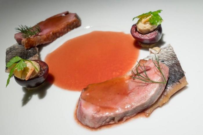 Essenza, anatra, aringa, cigliegia, foie gras e centrifugato vegetale allo zenzero