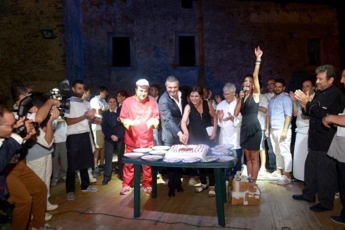 La Tavola del <3, Giovanna Voria con il sindaco Francesco Alfieri nel momento conclusivo