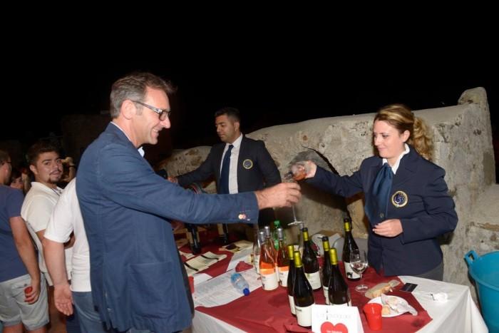 La Tavola del <3, Maria Manuela Russo delegato provinciale della Scuola Europea Sommelier con il fotografo Luigi De Lucia