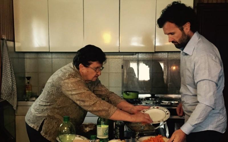 Lidia Cracco insegna a cucinare a Carlo