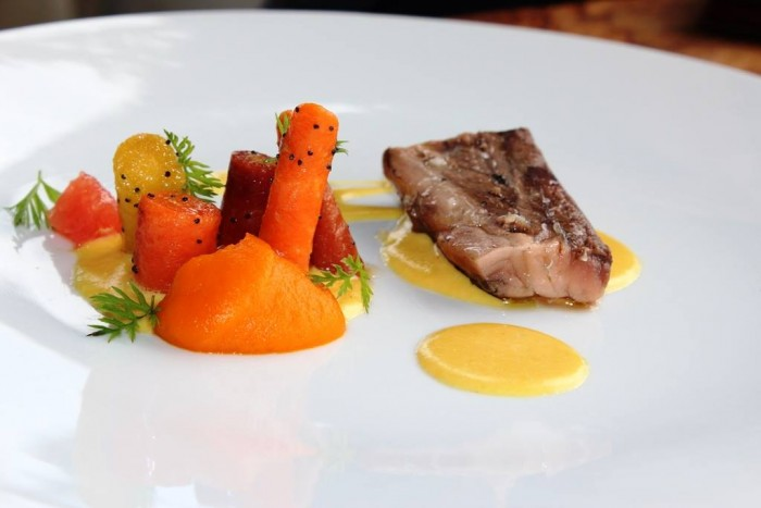 Mirazur, Marlin blu con salsa all'osmanthus, carote e pompelmo rosa