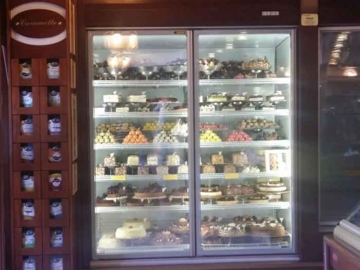 Pasticceria Di Dato, la ivetrina dei tronchetti gelato