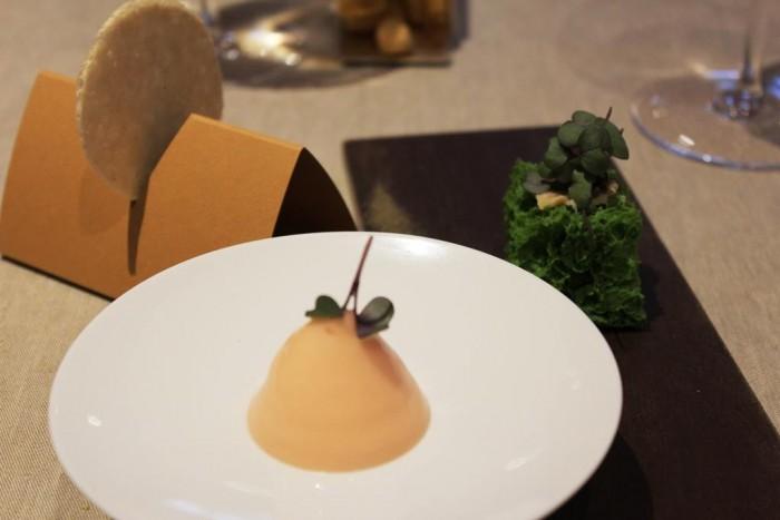 Piazza Duomo, cialda di arachidi, foie gras e gingerino, spugna di bietola alla salsa tonnata