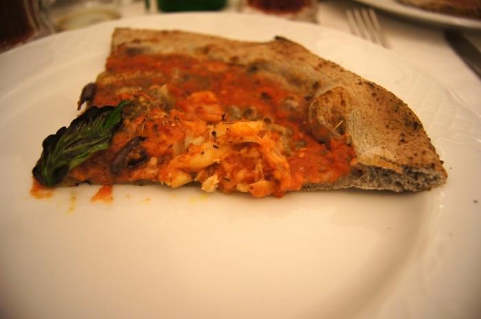 Pizzeria Gorizia. Pizza al grano arso con baccalà
