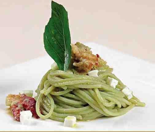 Spaghettoni con astice e mozzarella
