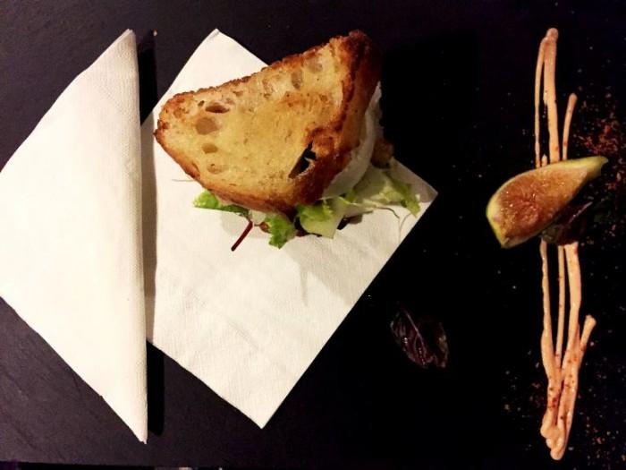 Sud, crostone, baccalà, fichi e mozzarella di bufala