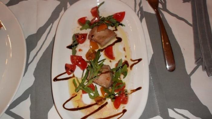 Trattoria La Vinaigrette, tonno scottato con pomodoro e rucola