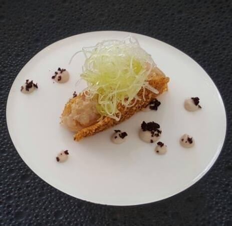 Don Geppi, tartare di ricciola in crosta di mais tostato, maionese di olive nere di Gaeta