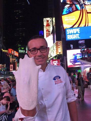 Gino Sorbillo durante la sua perfomance a New York