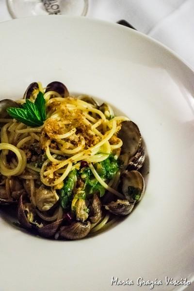 Il Ghiottone, spaghetti vongole, peperoni e mollica
