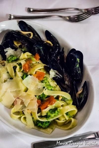 Il Ghiottone, tagliatelle, broccoli, cozze e pecorino