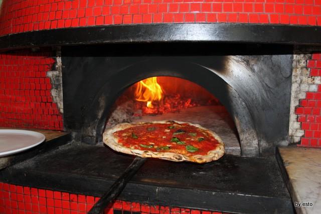 La Marinara di Salvatore Esposito pizzaiuolo storico di Carmnella