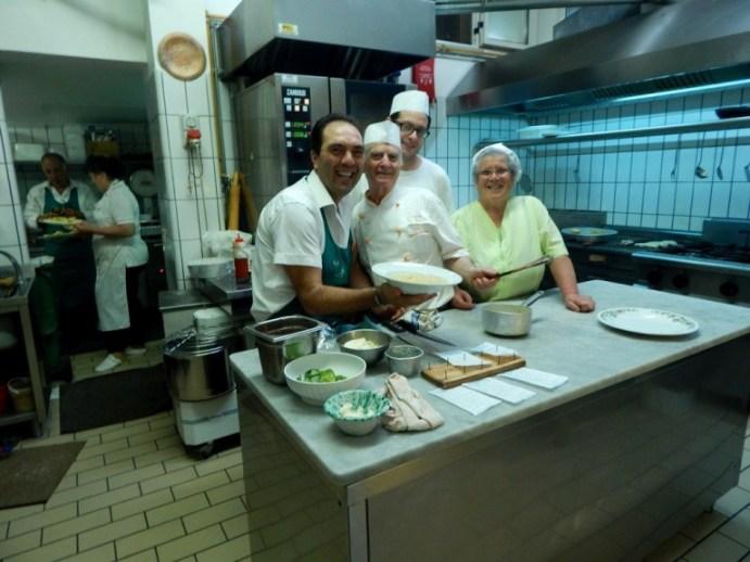Lo Stuzzichino, in primo piano da sx Mimmo, Paolo e Filomena, in secondo piano Giuseppe