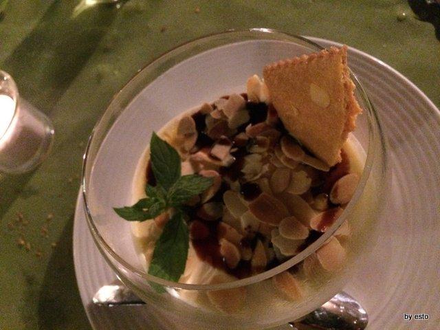Osteria Origano Vito Gaballo Bavarese con mandorle tostate vin cotto e menta.