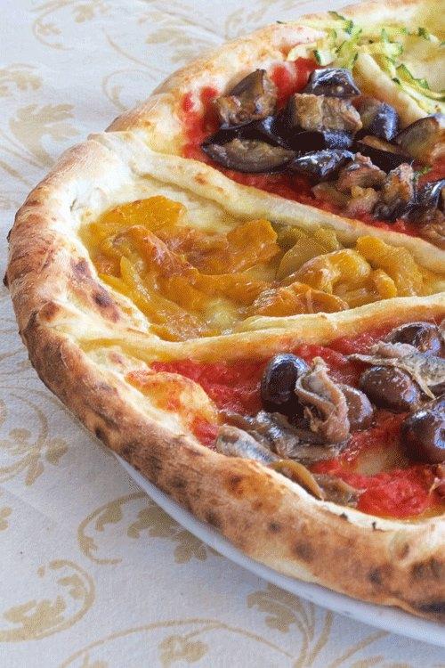 Pizzeria Ciro dal 1923, Con acciughe e oilive, con peperoni e con melanzane a funghetto