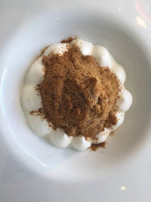 Reale Casadonna Niko Romito, cioccolato bianco, aceto balsamico, granita di liquirizia e aceto bianco
