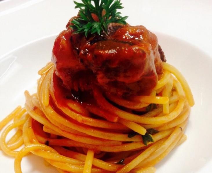 Spaghettoni al ragu di polpo