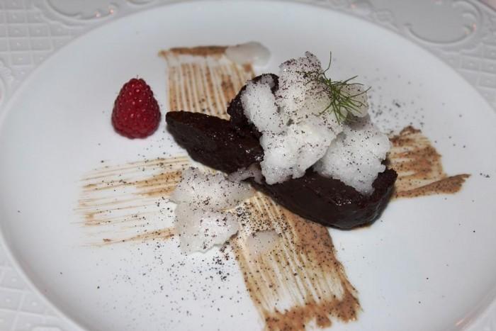 Taverna del Capitano, il fondente di cioccolato, cremoso al caffè, cremolata di mandorle