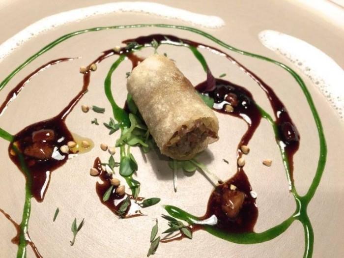 Terra, cannellone di piccione fritto con levistico e schiuma ai fiori di sambuco