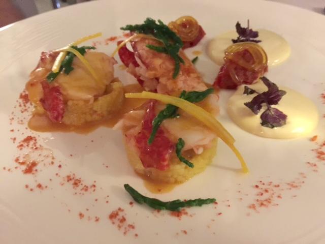 Terrazza Bosquet, astice blu su cous cous con verdurine e curcuma, con tartare di pomodoro e maionese all'arancia