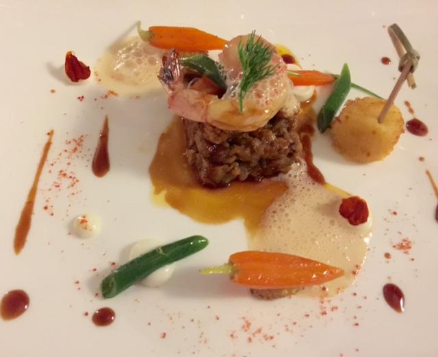 Terrazza Bosquet, stinco di vitello brasato profumato alla noce moscata con gambero scottato, spuma di carote e limone con crocchetta di patate al tabasco