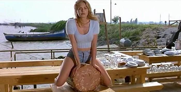 La famosa scena di Valeria marini seduta a cavalcioni sulla mortadella