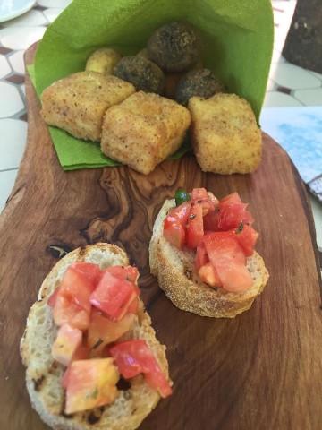 Villa Chiara Orto e Cucina, bruschette, frittatine,crocchette e arancini al nero di seppia