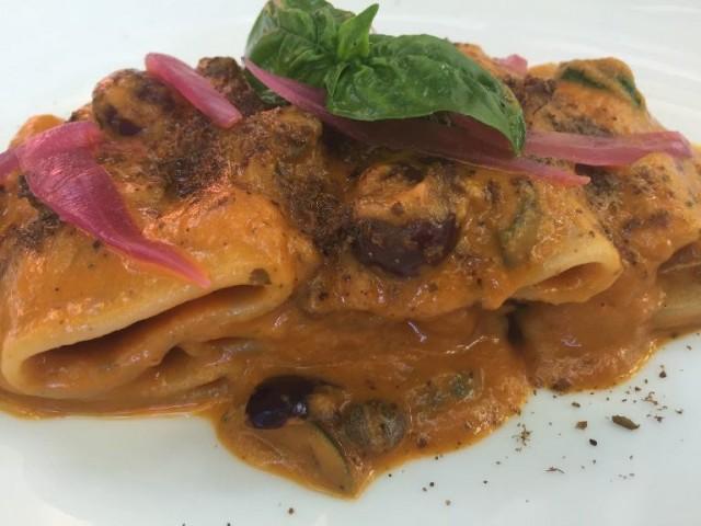 Villa Chiara Orto e Cucina, pasta d'orzo in salsa tipieda di peperoni arrostiti, capperi, olive e cipollotto agrodolce