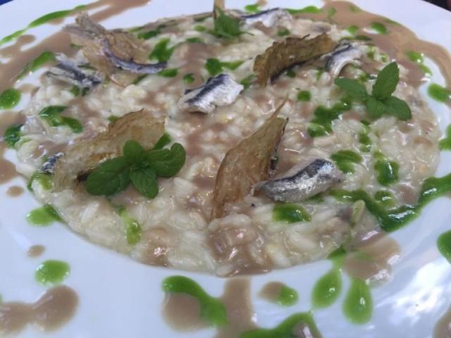 Villa Chiara Orto e Cucina, riso provola e alici (risotto mantecato con pelle di provola e profumo di limone e variazione di alici in clorofilla)