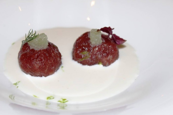 Villa Crespi, tartare di tonno con acqua di mozzarella cocco e lime