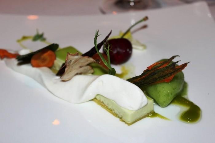 Villa Crespi, tortino di piselli e avocado, panna profumata al finocchietto, sorbetto di cetrioli e salsa al peperone verde