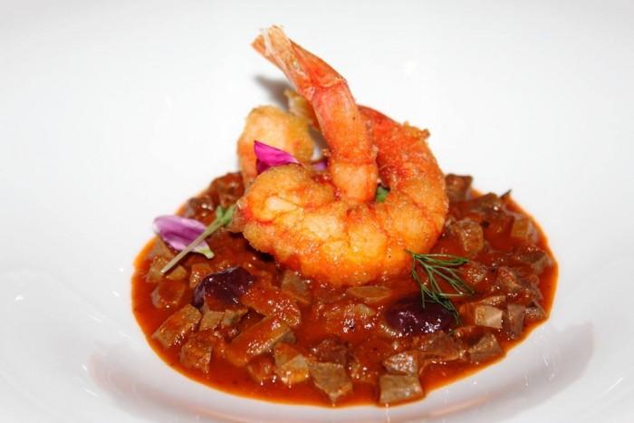 Villa Crespi, zuppa forte con gamberi al curry, cipolla rossa candita e salsa al porto