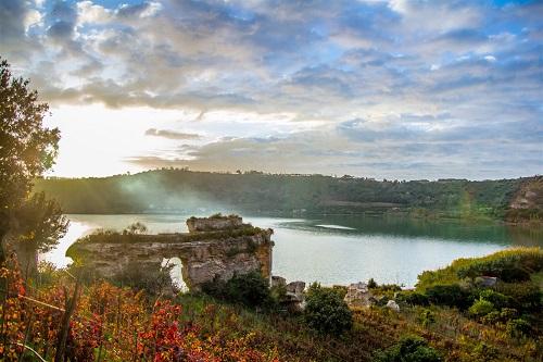 il lago d'Averno - foto di Marina Sgamato