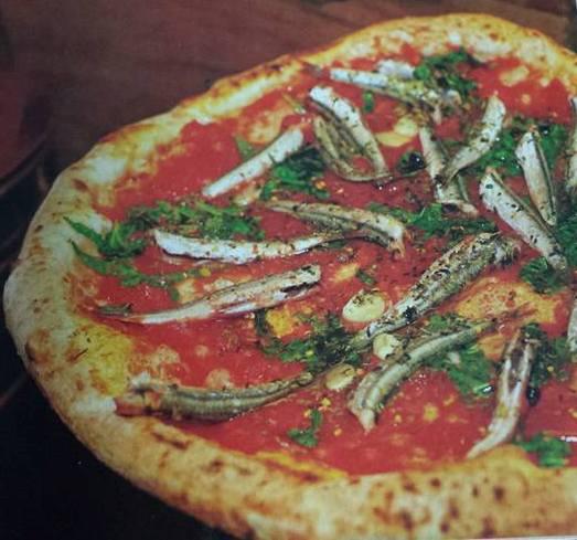 la Marinara con alici fresche di Pellone - immagine tratta da dal libro L'arte della pizza, Mondadori