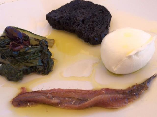 Taverna del Mozzo, mozzarella di bufala, acciuga e bietola