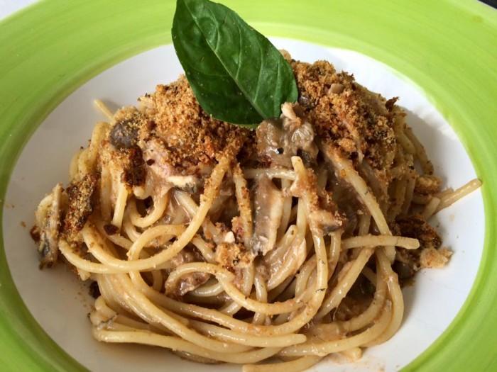 Acquablu, spaghetti alle alici e pane profumato