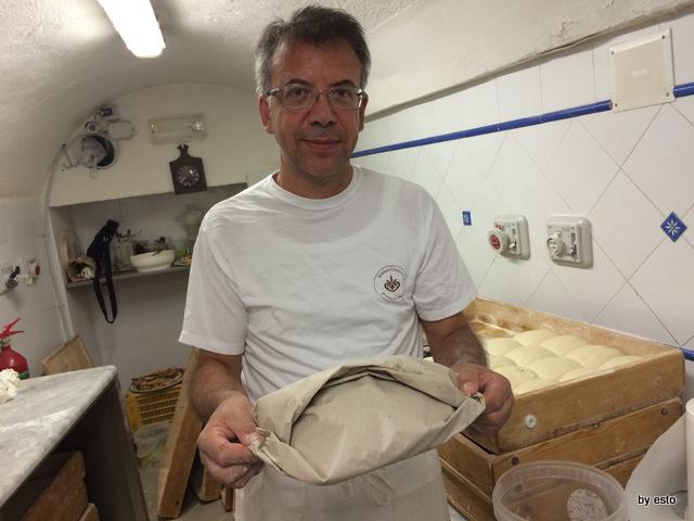 Antica Osteria Pizzeria Pepe Il calzone di scarola nel cartoccio buono anche il giorno dopo