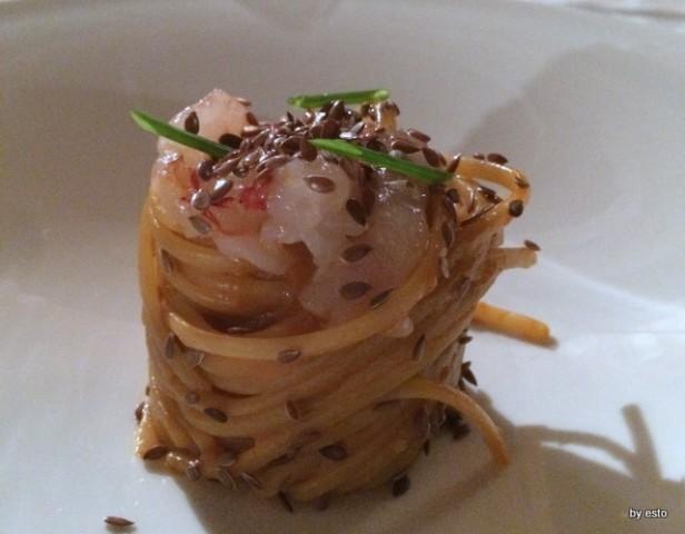 Aquapetra. Luciano Villani Linguine con gamberi rossi cotti e crudi,limone e semi di lino
