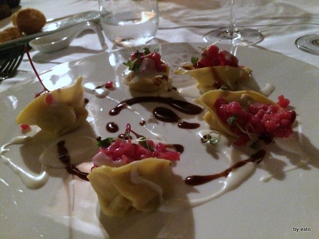 Aquapetra. Luciano Villani Tortelli con cipolle di bonea,crudo di manzo e caciocavallo di castelfranco in miscano