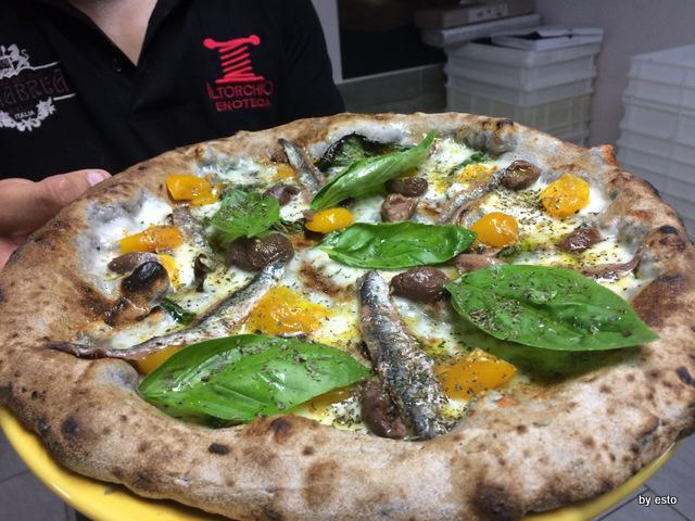 Casa Vitiello Francesco Vitiello Pizza  Vesuvio  con grano arso
