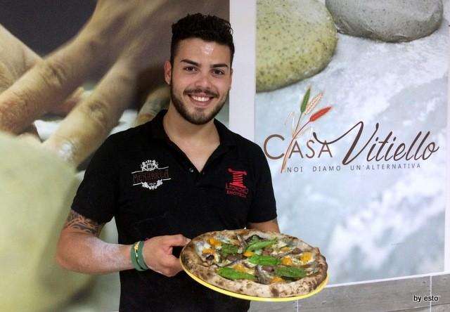 Casa Vitiello Tuoro Ciccio Vitiello Pizza Vesuvio con grano arso