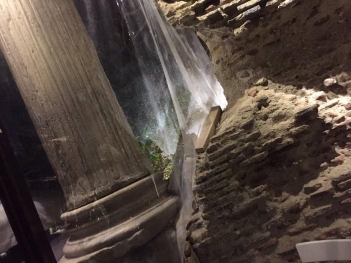 Cicciotto, antiche colonne romane dentro il locale