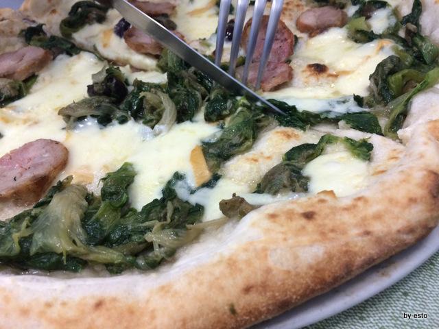Dalle Figlie di Iorio Teresa e La pizza con scarola provola e salsiccia