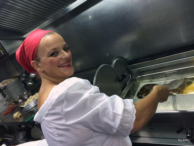 Dalle Figlie di Iorio Teresa Iorio alla friggitrice