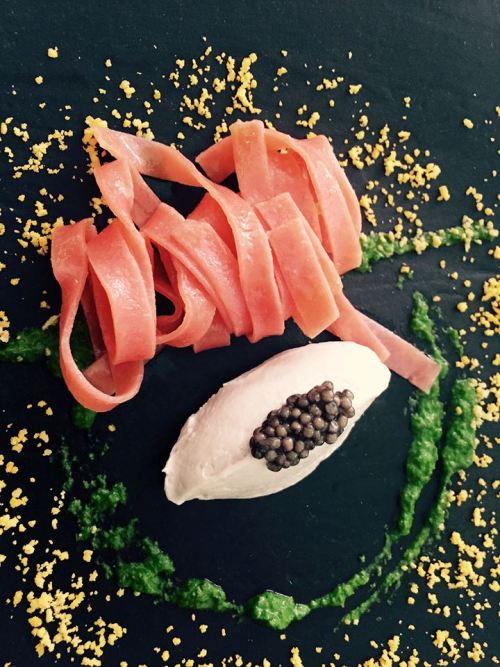Don Alfonso, gelato di anguilla, caviale Oscetra e pasta alla rosa canina ed emulsione di erbe selvatiche 2012