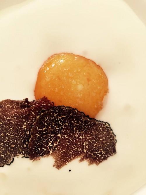 Don Alfonso, la reinterpretazione dell'uovo in tegamino con burrata e tartufo nero 2013