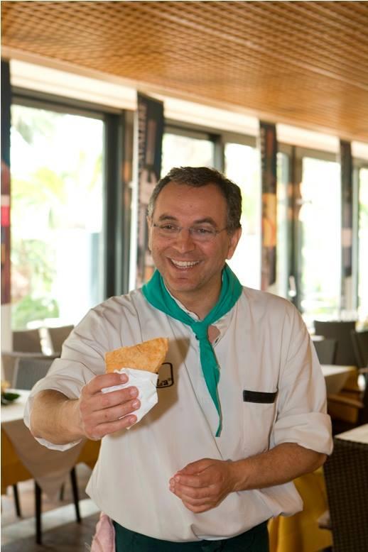 Maggio 2008: un giovane Enzo Coccia alle Strade della Mozzarella, la prima volta di un pizzaiolo in un congresso gastronomico.