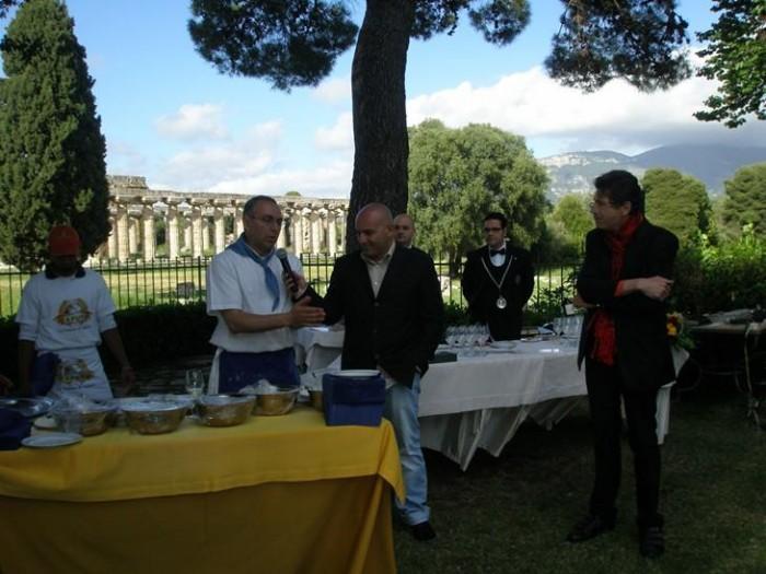 Maggio 2009: Enzo Coccia con Albert sapere e Luigi Cremona alle Strade della Mozzarella
