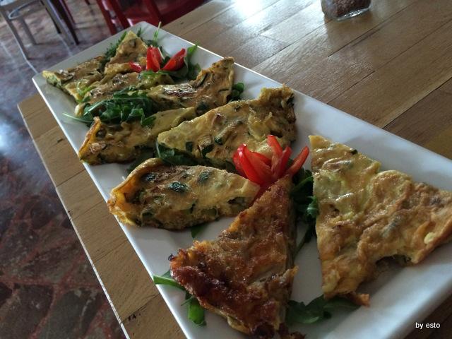 Genuno le frittate di cipolla ramata di Montoro e di zucchine di San Pasquale