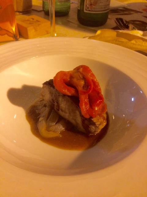 I Banchi, tonno scottato con peperoni e cipolle